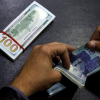 The rupee reaches a historical low of 146.25 in the open market