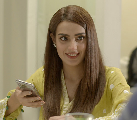 Iqra Aziz Face Of Alkaram For 2018 (2)
