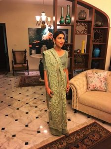 RABIA FAROOQUI MEETS ALL THE CORRECT NOTES THAT THE DESIGNS OF NADIA FAROOQUI MAKE (3)