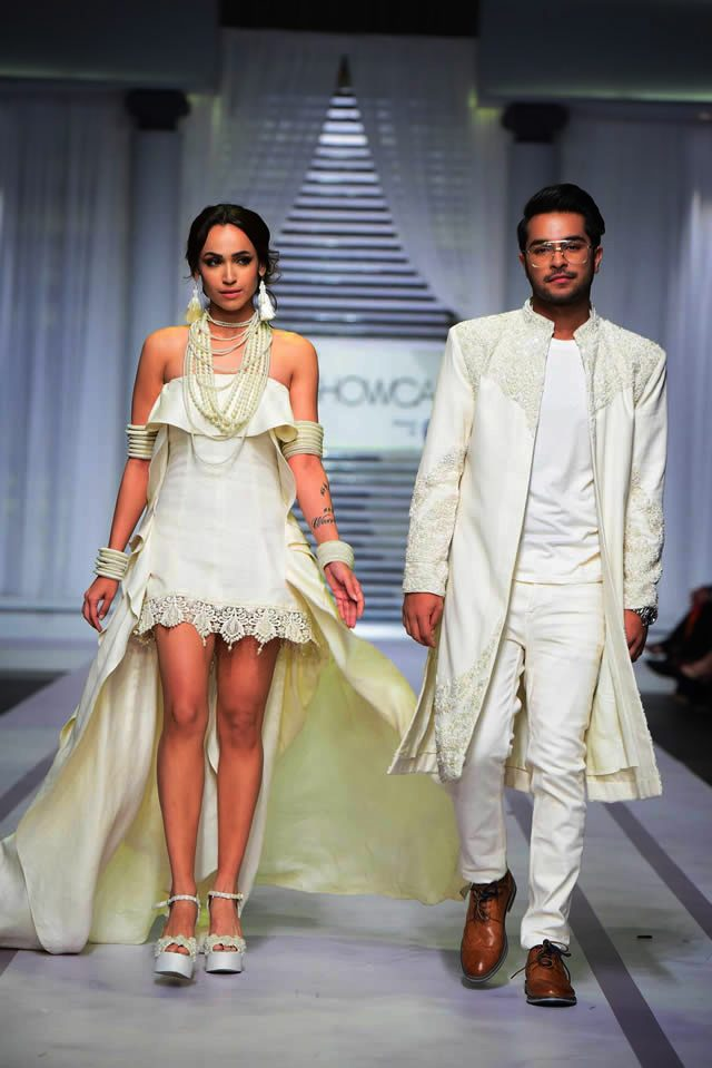 Pearlessence Couture Collection 2019 at Pantene HUM Showcase By Rizwan Beyg (1)
