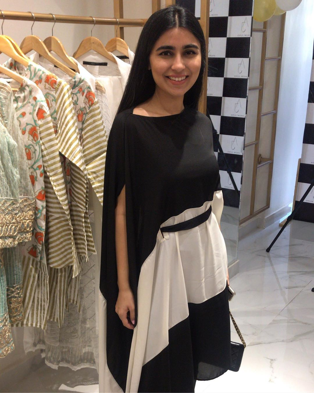 Celebrities in Sanam Jung Sister Anum Jung Launch of the new store (25)