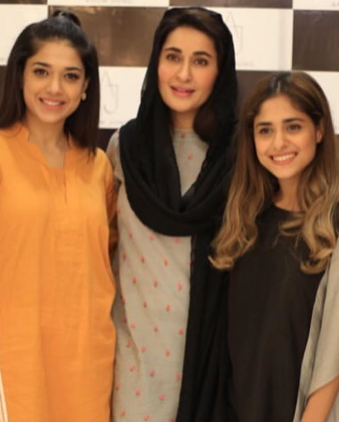 Celebrities in Sanam Jung Sister Anum Jung Launch of the new store (4)