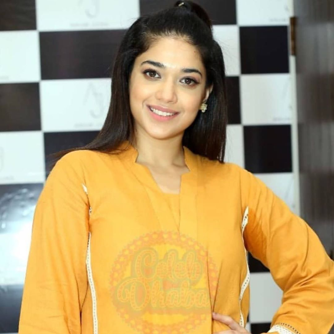 Celebrities in Sanam Jung Sister Anum Jung Launch of the new store (5)