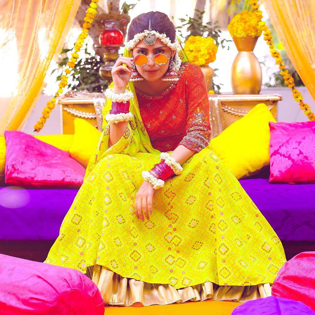 Actress Ayeza Khan New Clicks from Serial Yaariyan in Unique Style (2)