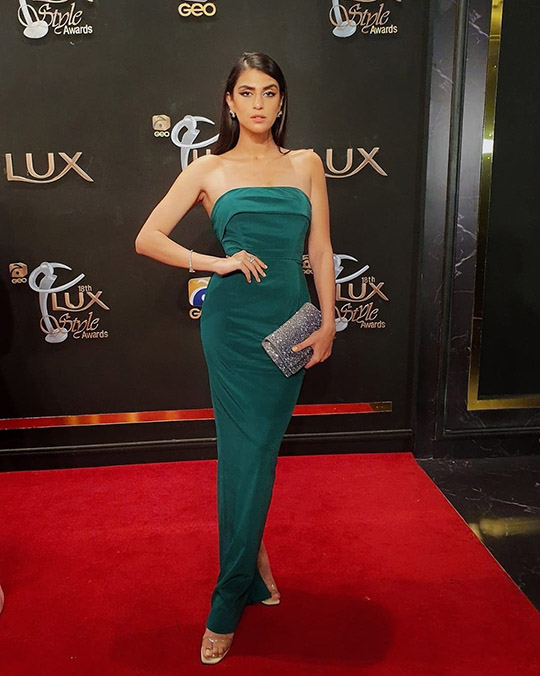 Actresses At Lux Awards Red Carpet 2019 (11)