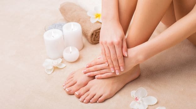 How to do pedicure to whiten your feet at home (4)