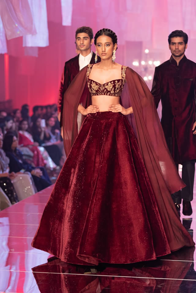 Katrina Kaif Walks at LFW 2019 Ramp for Manish Malhotra (14)