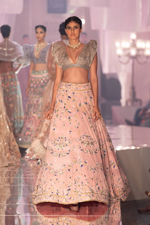 Katrina Kaif Walks at LFW 2019 Ramp for Manish Malhotra (19)