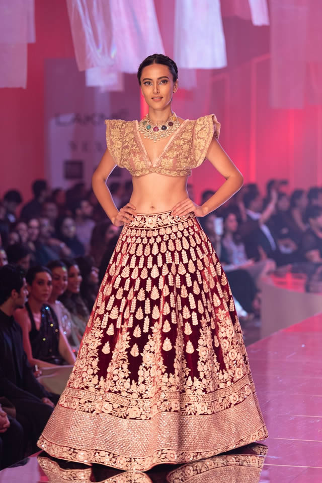 Katrina Kaif Walks at LFW 2019 Ramp for Manish Malhotra (20)