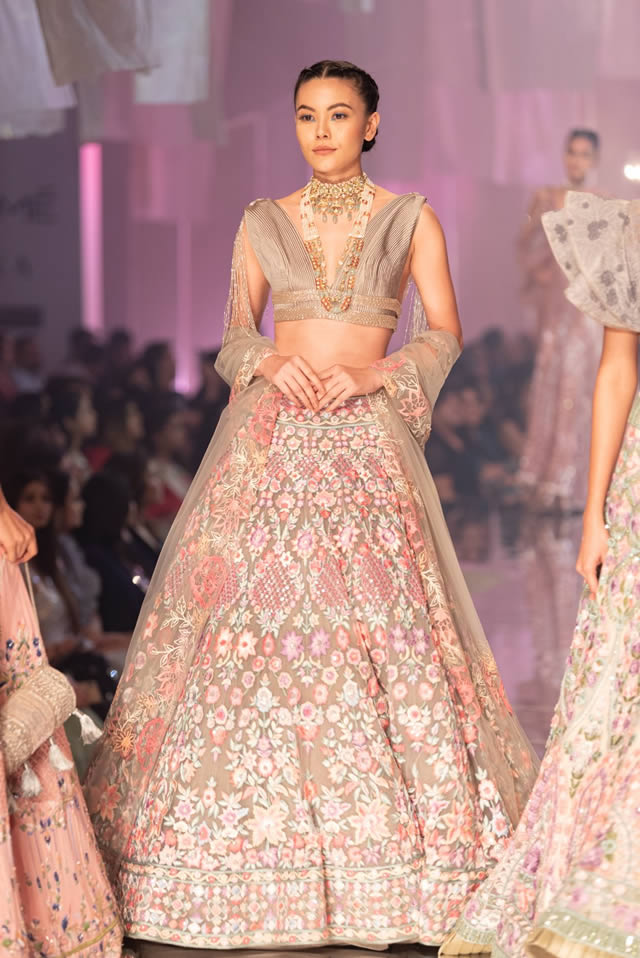 Katrina Kaif Walks at LFW 2019 Ramp for Manish Malhotra (3)