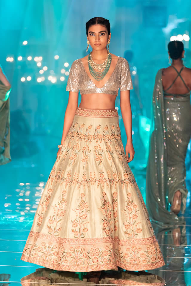 Katrina Kaif Walks at LFW 2019 Ramp for Manish Malhotra (4)
