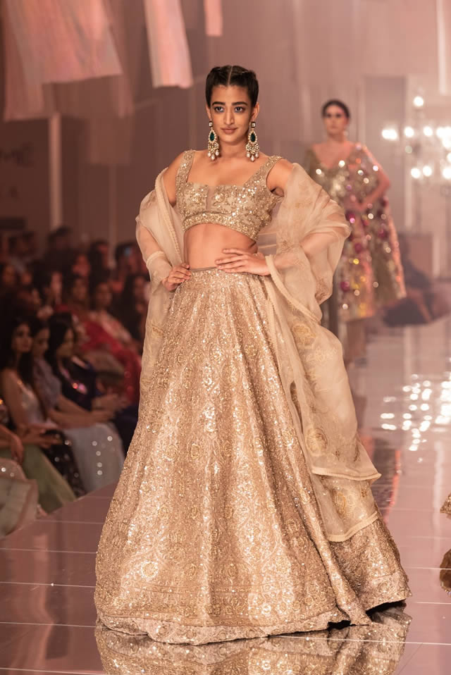 Katrina Kaif Walks at LFW 2019 Ramp for Manish Malhotra (6)