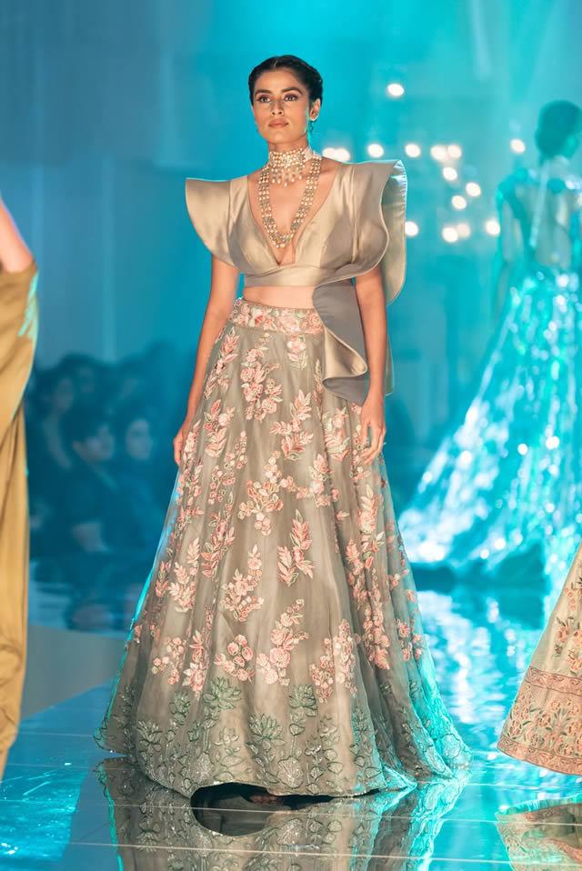 Katrina Kaif Walks at LFW 2019 Ramp for Manish Malhotra (7)