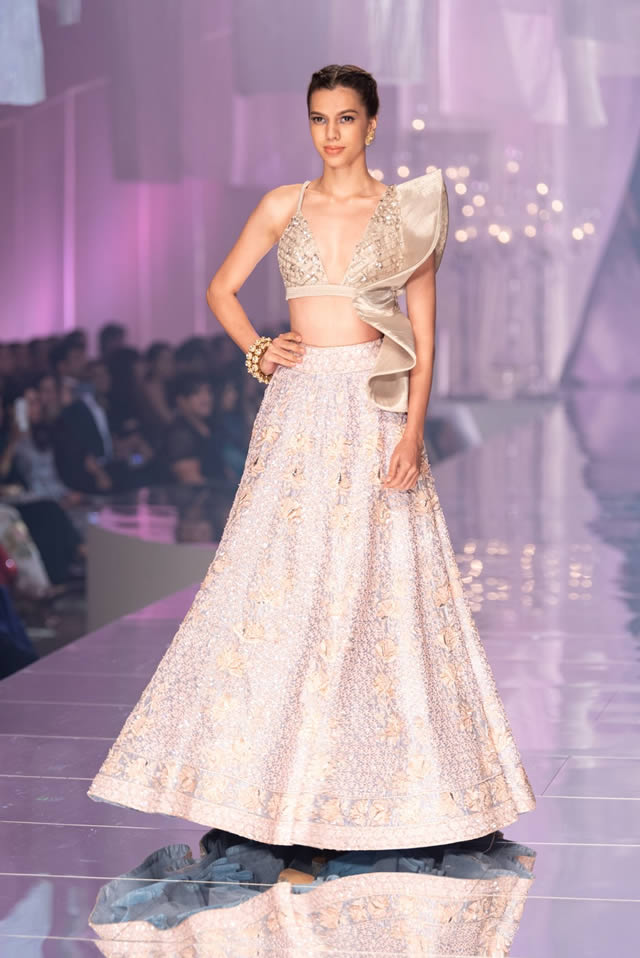Katrina Kaif Walks at LFW 2019 Ramp for Manish Malhotra (8)