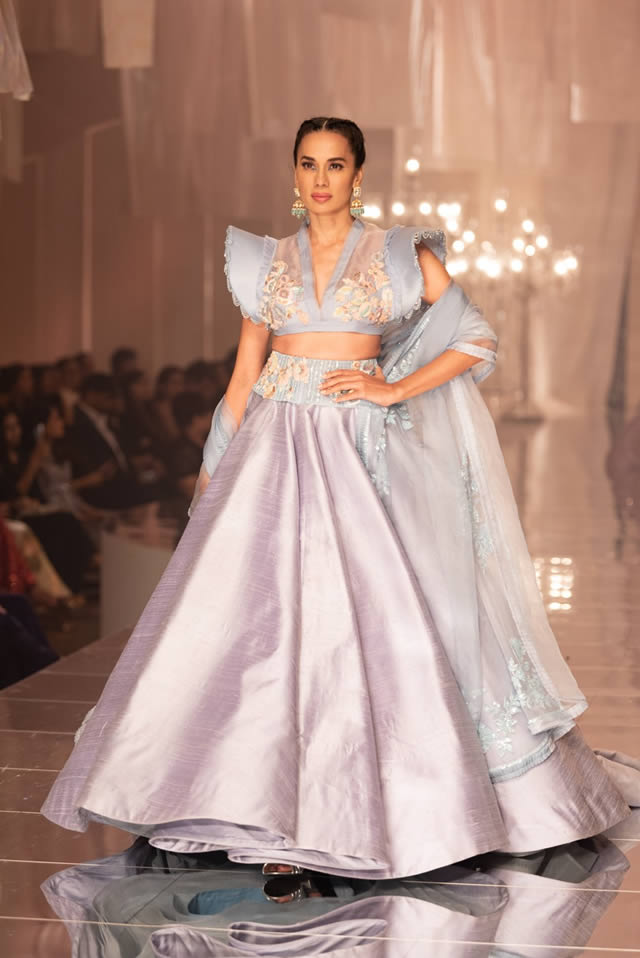 Katrina Kaif Walks at LFW 2019 Ramp for Manish Malhotra (9)