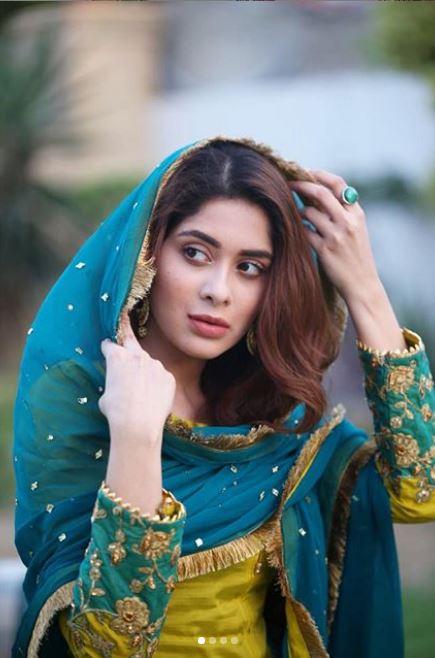 Latest clicks of Pakistani beautiful Actress Azekah Daniel (10)