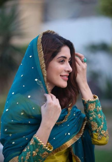 Latest clicks of Pakistani beautiful Actress Azekah Daniel (2)