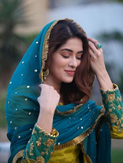 Latest clicks of Pakistani beautiful Actress Azekah Daniel (3)