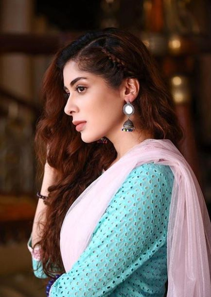 Latest clicks of Pakistani beautiful Actress Azekah Daniel (4)