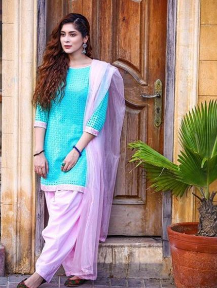 Latest clicks of Pakistani beautiful Actress Azekah Daniel (5)