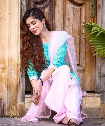 Latest clicks of Pakistani beautiful Actress Azekah Daniel (6)