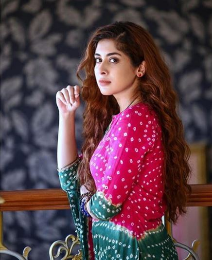 Latest clicks of Pakistani beautiful Actress Azekah Daniel (7)