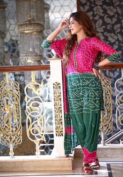 Latest clicks of Pakistani beautiful Actress Azekah Daniel (9)