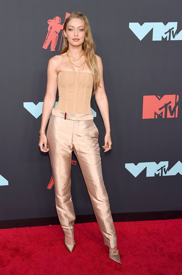 VMA red carpet fashion at the MTV Video Music Awards 2019 (7)