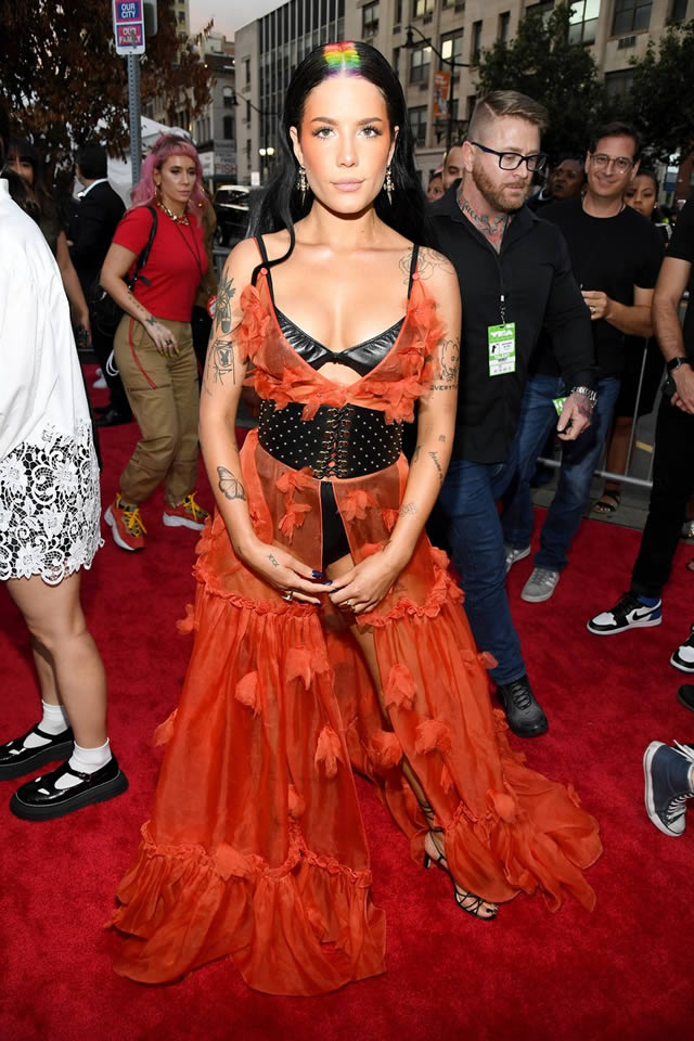 VMA red carpet fashion at the MTV Video Music Awards 2019 (8)