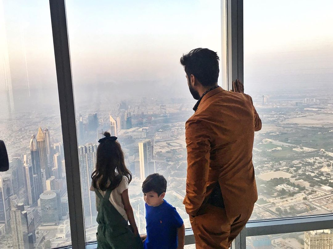 Pakistani Actor Fahad Mustafa in Dubai with Wife and Daughter (4)