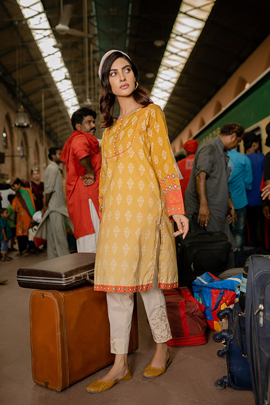 Six Unstitched And Pret Dresses 2019 By Zeen (5)