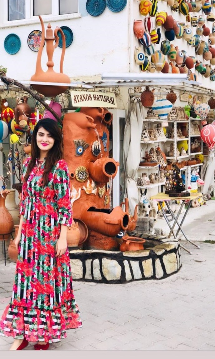 Alizeh Tahir Pakistani Actress Pictures from Cappadocia Turkey (2)