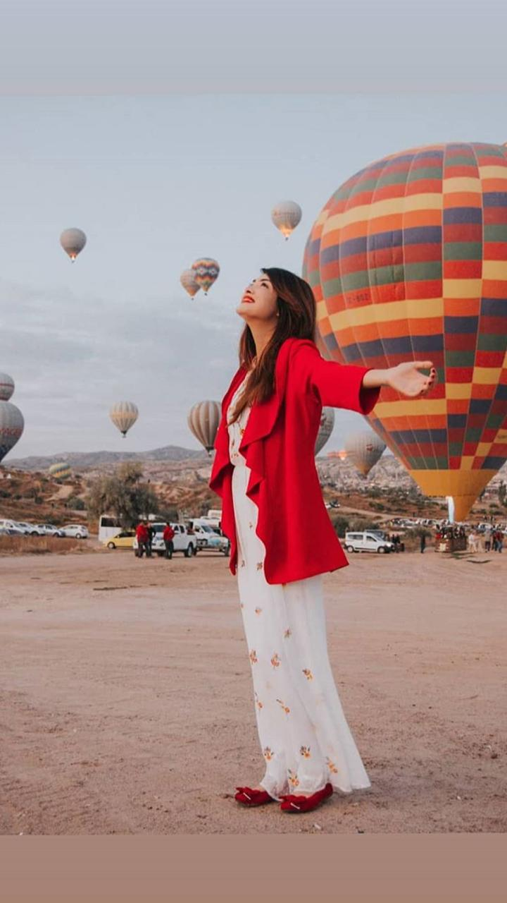 Alizeh Tahir Pakistani Actress Pictures from Cappadocia Turkey (4)