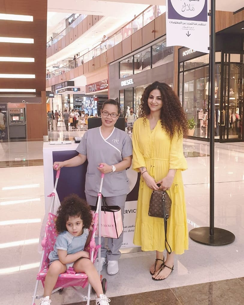 Annie Khalid Pakistani Female Singer Images with her Daughter Isha (16)
