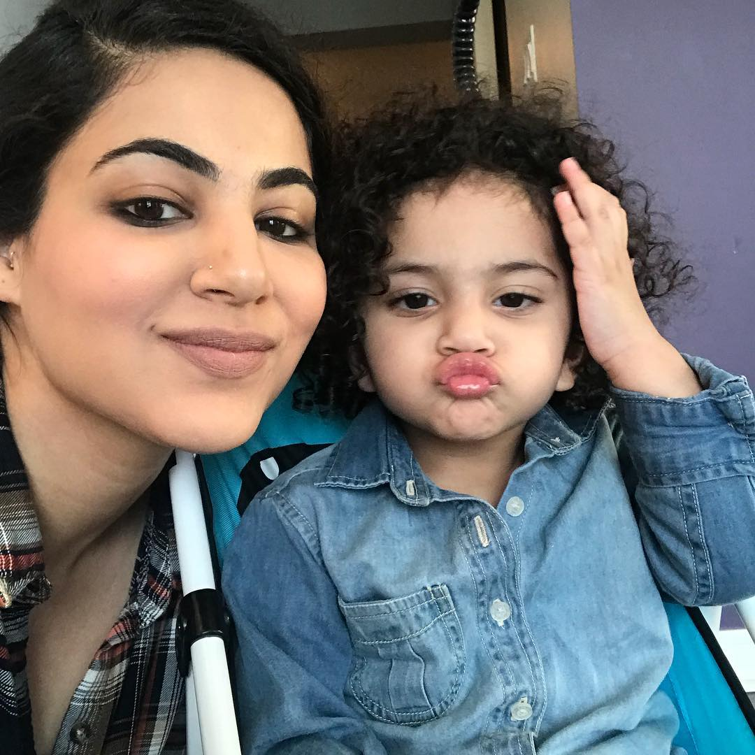 Annie Khalid Pakistani Female Singer Images with her Daughter Isha (18)