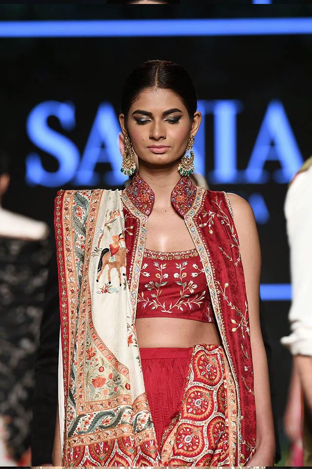 DILARA Bridal Dress Collection at PLBW 2019 By Sania Maskatiya (18)