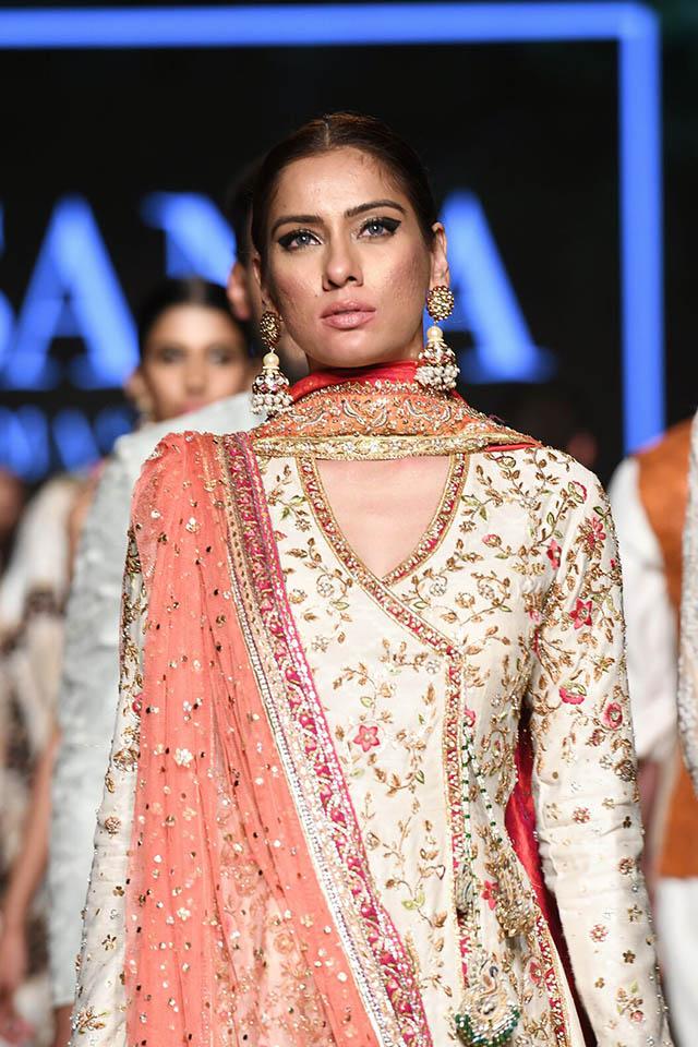 DILARA Bridal Dress Collection at PLBW 2019 By Sania Maskatiya (20)
