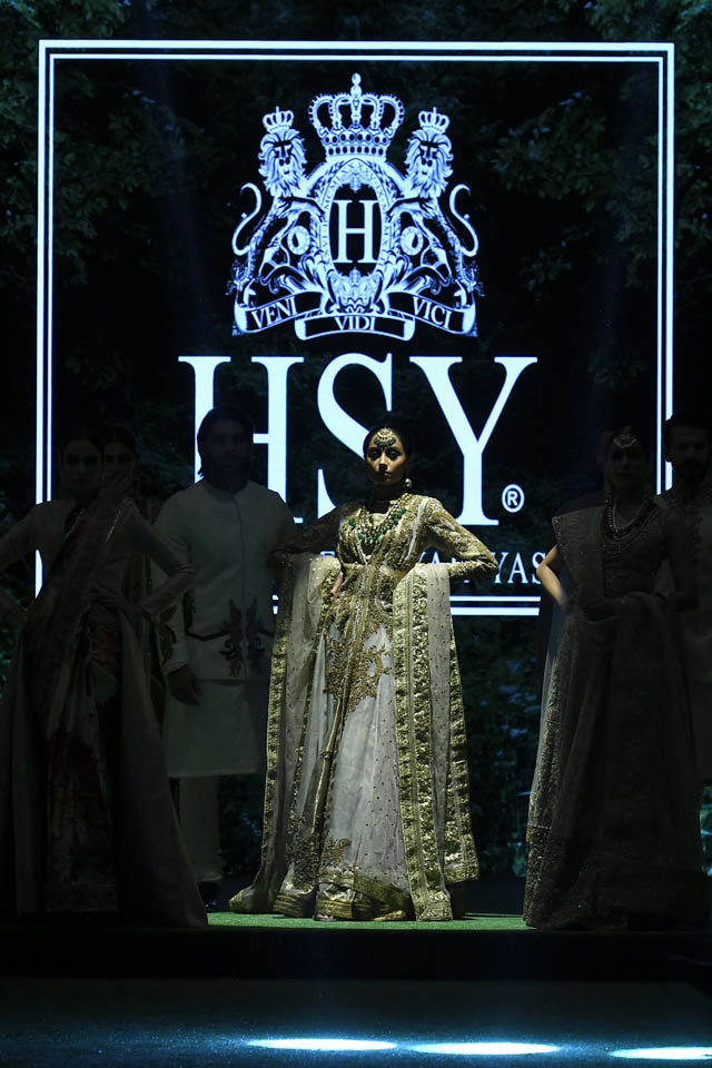 HSY Showcased Bridal Empire Collection at PFDC LOreal Paris 2019 (2)