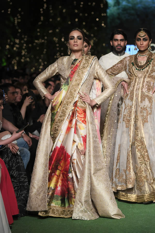 HSY Showcased Bridal Empire Collection at PFDC LOreal Paris 2019 (5)