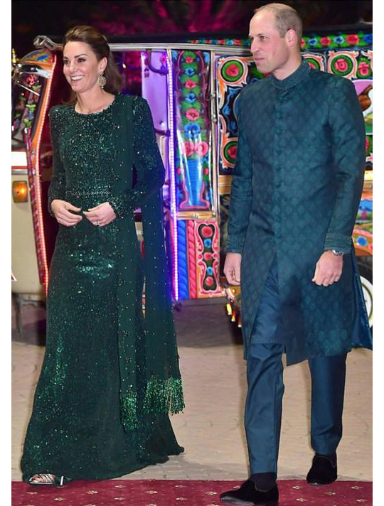 Kate Middleton Dresses 8 Style During Her Trip To Pakistan (14)