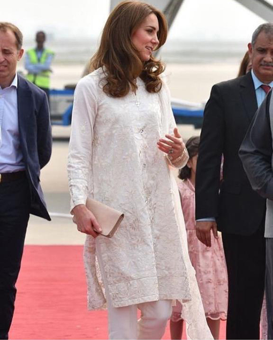 Kate Middleton Dresses 8 Style During Her Trip To Pakistan (6)