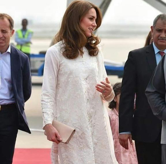 Kate Middleton Dresses 8 Style During Her Trip To Pakistan (8)