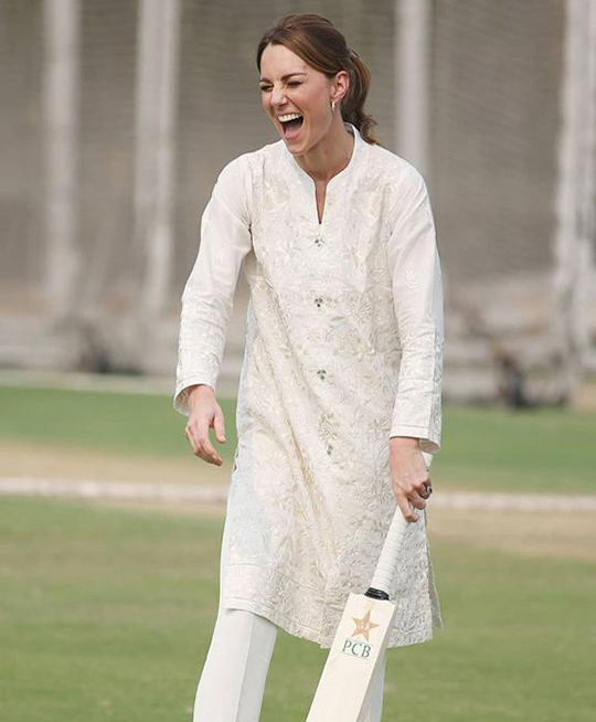 Kate Middleton Dresses 8 Style During Her Trip To Pakistan (9)