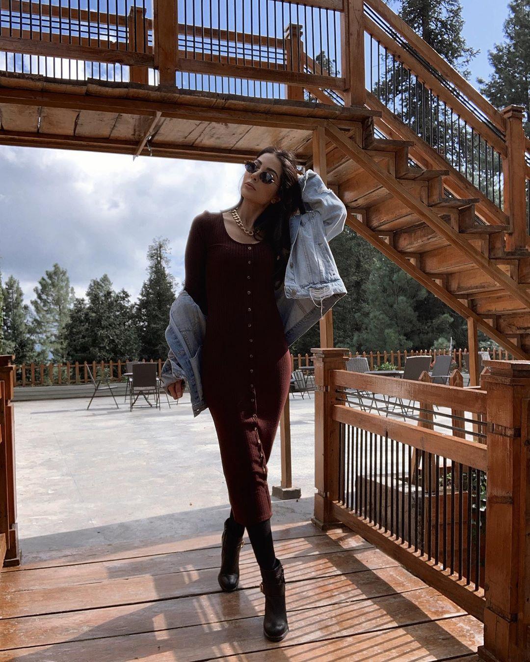 Model Sabeeka Imam Beautiful Pictures in Nathia Gali (18)
