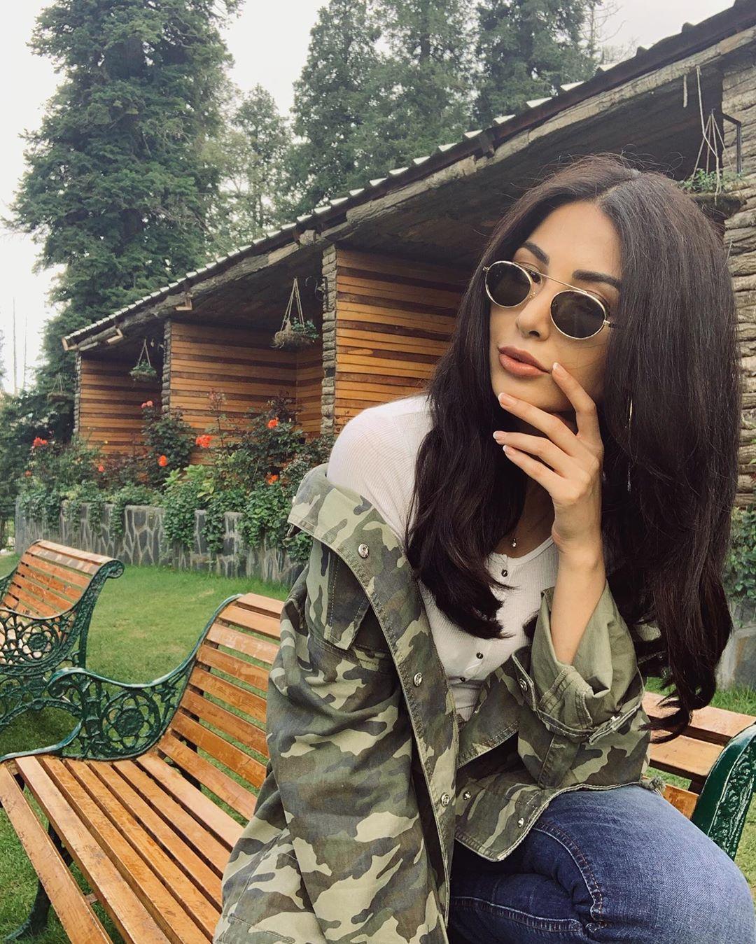 Model Sabeeka Imam Beautiful Pictures in Nathia Gali (2)