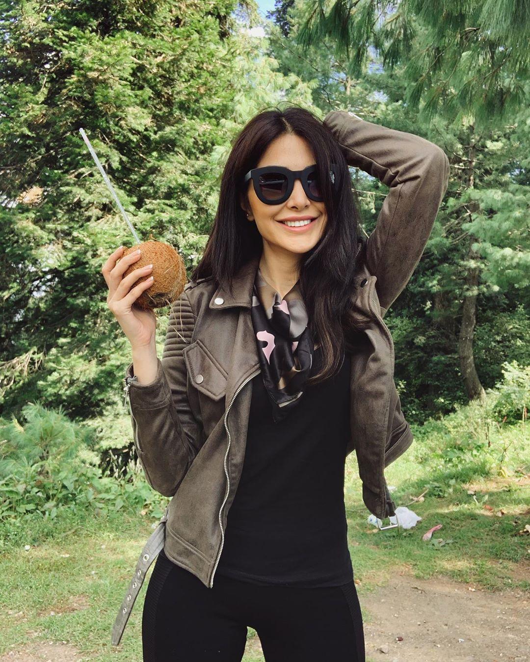 Model Sabeeka Imam Beautiful Pictures in Nathia Gali (3)