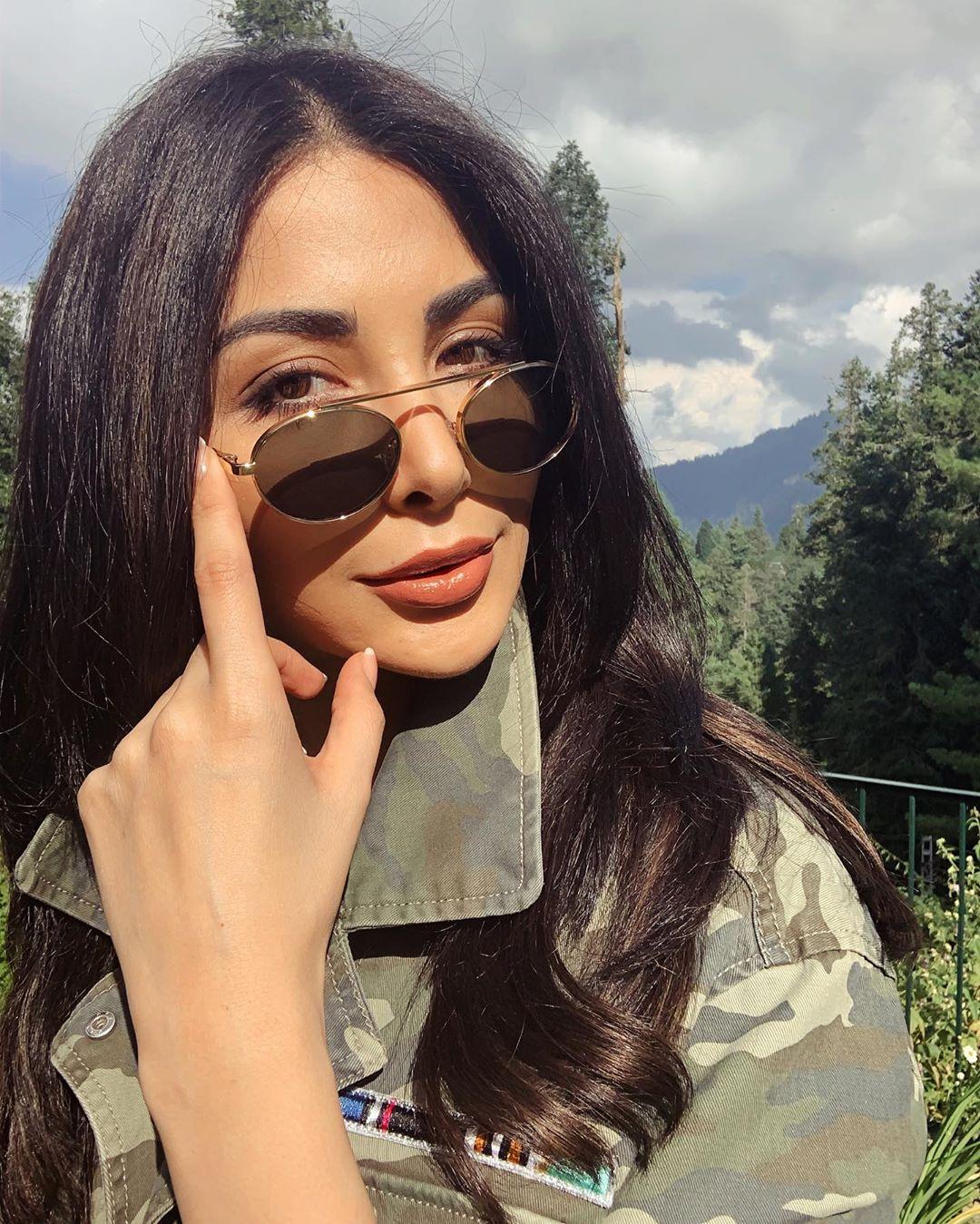 Model Sabeeka Imam Beautiful Pictures in Nathia Gali (4)