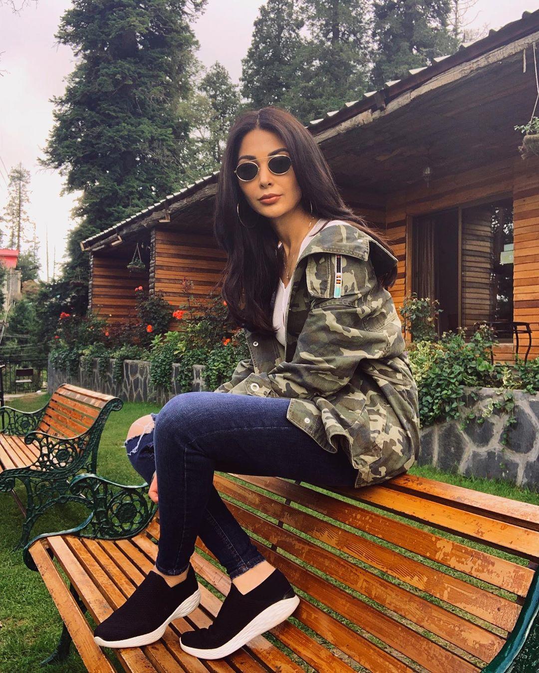 Model Sabeeka Imam Beautiful Pictures in Nathia Gali (5)
