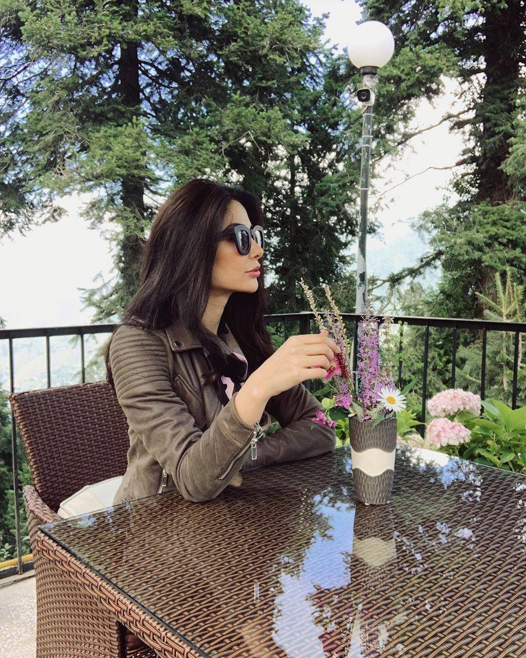 Model Sabeeka Imam Beautiful Pictures in Nathia Gali (8)