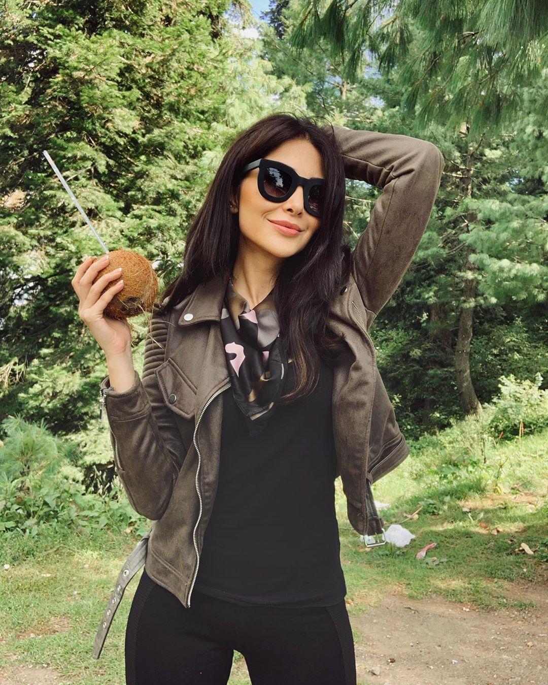 Model Sabeeka Imam Beautiful Pictures in Nathia Gali (9)